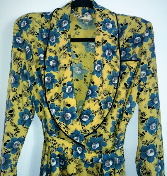 40s CC41 Yellow and Blue Floral Housecoat