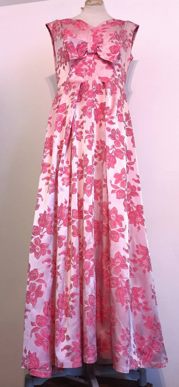 1950s Long Pink Brocade Dress with Bow Detail - image 2