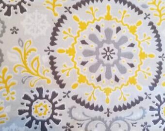 Gris et jaune géométrique