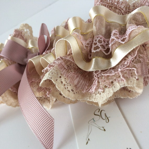Vintage 1950/'s style Wedding Garter in a Champagne Nude /& Dusty Pink Lace Ruffle pearl bow Boho Garter Costume Fancy Dress