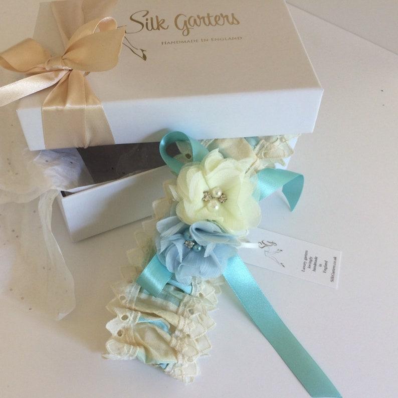 SALE strumpfband hochzeit Handmade  England 60/% off Pure Silk Taffeta Ivory blue Gold stripe Bridal Garter 14-22 unique wedding garter