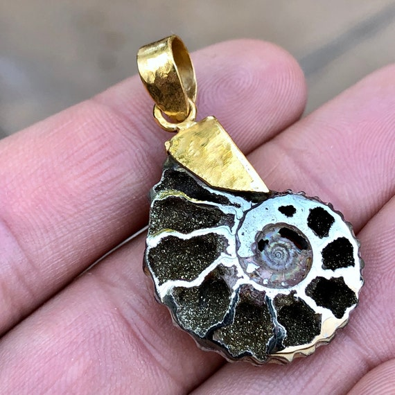 Top Quality 6g Sterling Silver Iridescent Abalone Shell with Blister Pearls Pendant Argentina Item:ABL18001