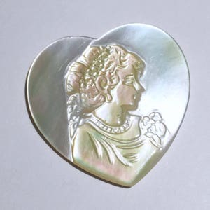 Item:ABL17007 Australia Rare 3.4g Hand Carved Chatoyant Mother of Pearl Horse Abalone Shell Carving