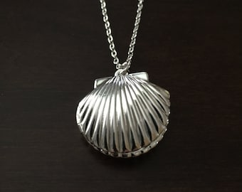 seashell locket, shell locket, shell necklace, seashell necklace, shell jewelry, seashell jewelry, silver shell necklace, shell, seashell