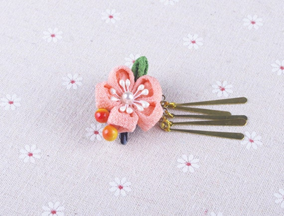 Fait à la main japonais traditionnel Tsumami Kanzashi barrette Clip avec Golden Falls Kimono Yukata tenue mariage ornement rose fleur de Sakura