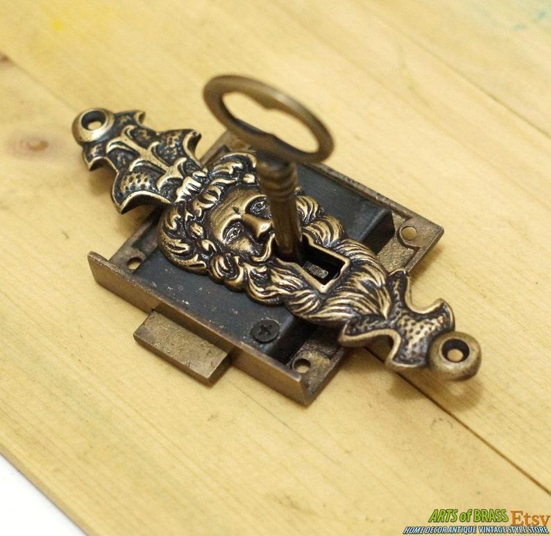 Set Vintage 4.52 Vintage Escutcheon SENTINEL Old Man Mouth KEY HOLE Plate with Working Vintage Skeleton Key /& Lock x
