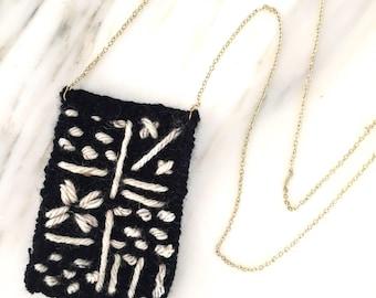 Little Weaved Necklace | Simple B&W Line Pattern 1