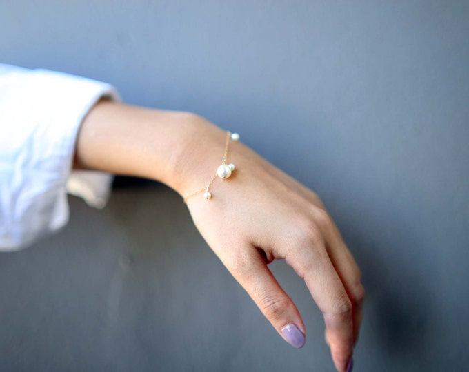 Dangle Pearl Bracelet // Bridesmaid Bracelet Gift // Bridal Jewelry // June's birthstone: pearl