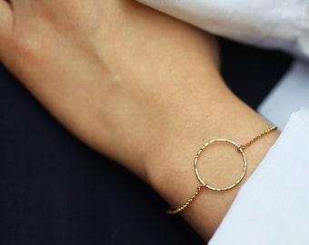 Gold Hammered Circle Bracelet // Dainty Gold Open Circle bracelet // Minimalist Simple Halo Bracelet Gold filled