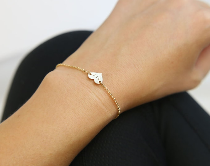Personalized Heart Bracelet in Gold filled, Lovely Gold Heart Bracelet with your initials / Christmas Gift / Holiday Gift