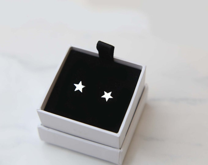 Star Stud Earrings in Sterling silver / Lightweight Everyday Earrings / Silver Studs / Simple stud earrings / Cute star studs gifts for her
