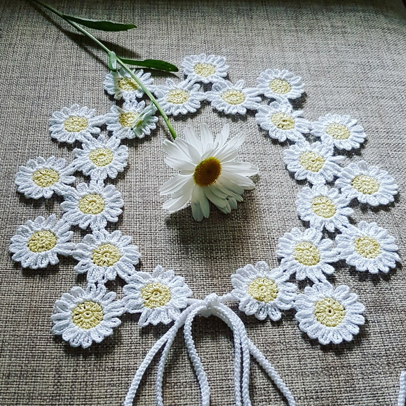 Handmade Crochet Daisy Collar Necklace / Lace Floral Peter Pan image 0