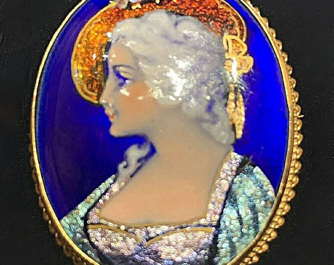 Limoges Hand Painted Brilliant Picture of a Woman. The painting is set in a 14K Yellow Gold Pendant Brooch. Made in France.