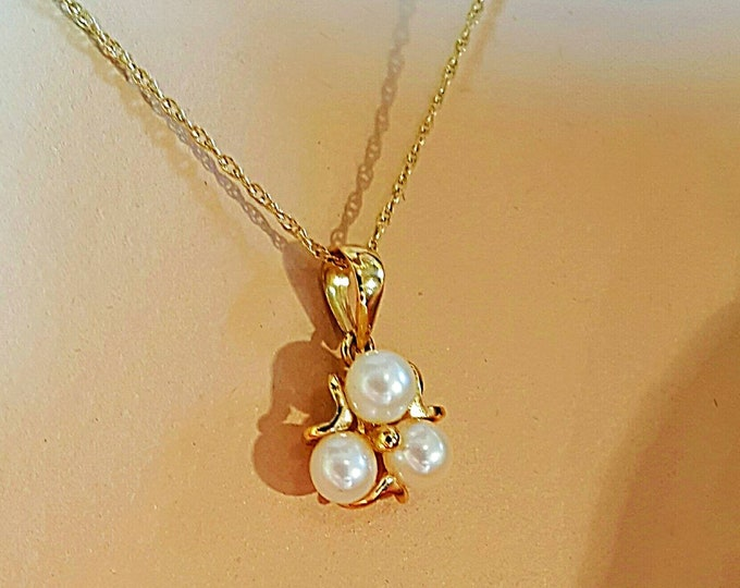 14K Yellow Gold Cultured Pearl Pendant with a Woven Rope Style Chain.