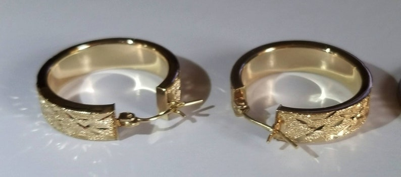 Casual Latch Clip Fastener Business Dress 14K Yellow Gold Hoop Style Earrings Accented with a Diamond Cut Design and Sparkly Finish