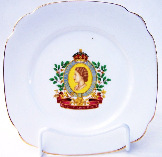 9153b9fd98a9 Vintage Queen Elizabeth II Coronation Windsor Plate