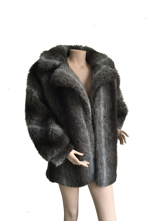 Fluffy Short Grey 1970s Vintage Fake Fur Coat