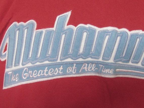 MUHAMMAD G.O.A.T.-mai ALI le G.O.A.T.-mai MUHAMMAD qu'il reste en paix-le plus grand de tous les temps XL rouge Tee Shirt arborant Appliqued Muhammad Ali Patch en feutrine 59e8e5