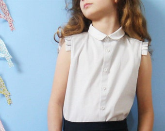 Sleeveless blouse with religious folds on the shoulders for a minimalist and structured look 8/9Y