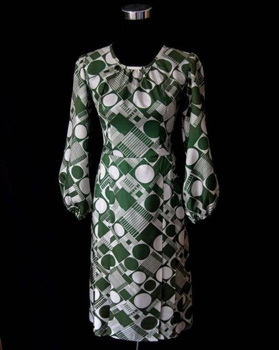 Vintage Ladies 1960s Green & White Patterned Puff
