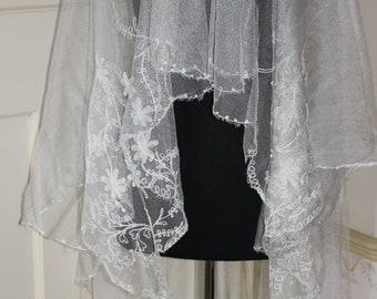037154fde06b5 Art Deco ivory coloured bridal veil