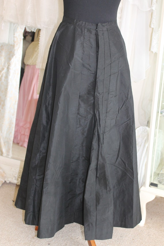 Victorian long black pleated taffeta underskirt, a