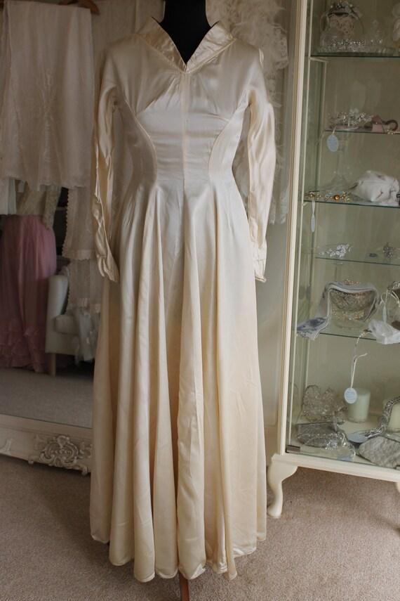 Vintage 1940's plain ivory satin A line long sleev