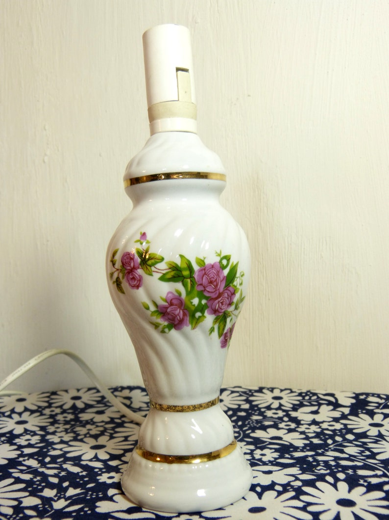 French 90s vintage Shabby wild roses /& lily of the valley flower ceramic bedside table lamp
