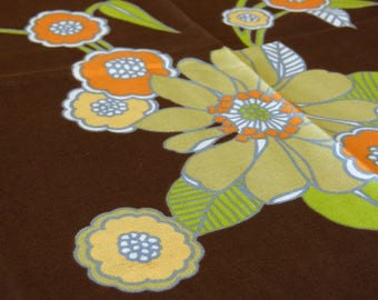 Unused round cotton tablecloth & 8 matching napkins set - big mod pop flowers on brown background - French 70s vintage