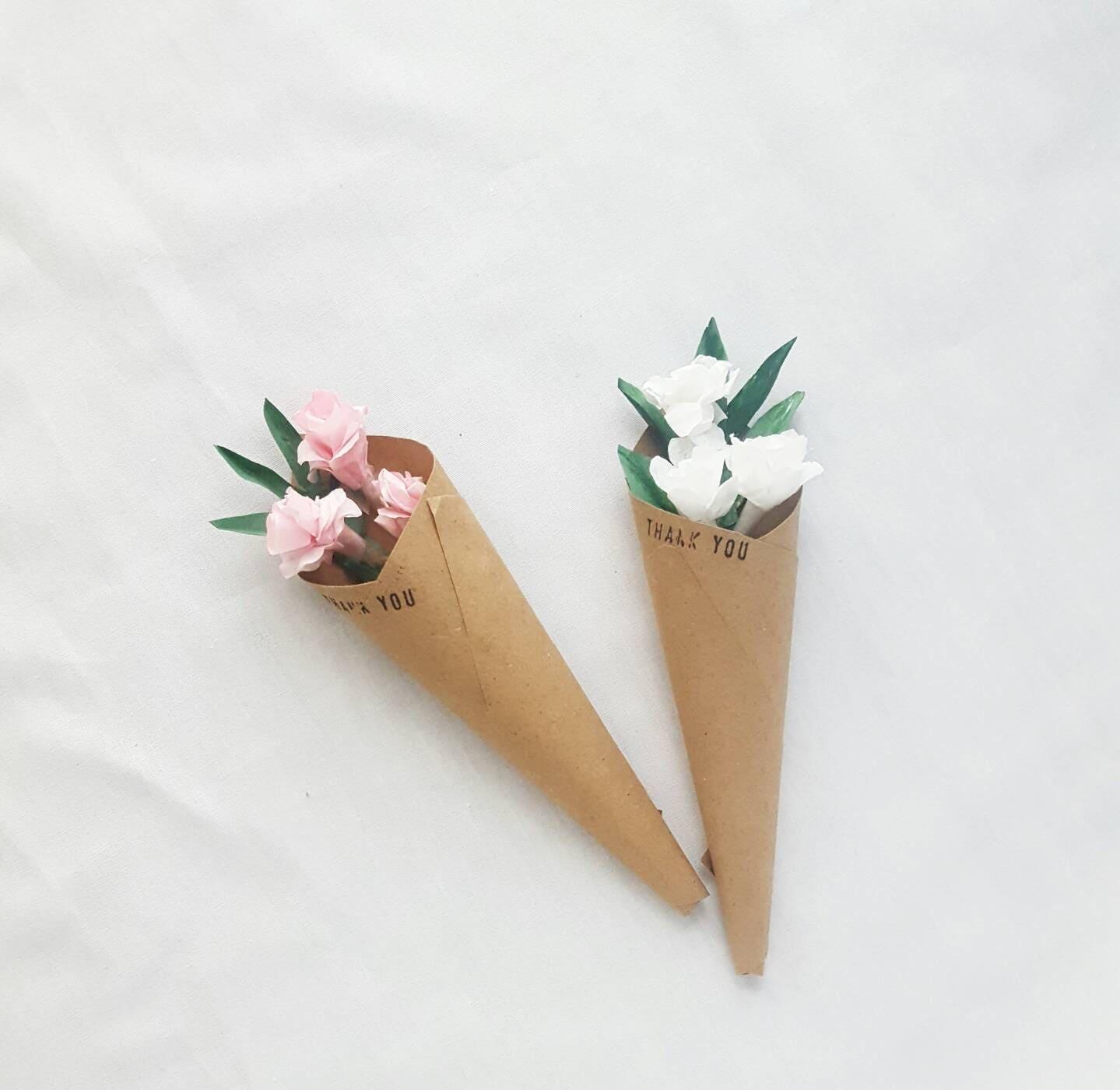 Personalized Mini flower bouquet party favor, flower wedding favors ...