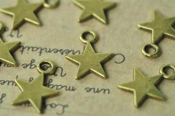8 Star charms antique bronze tone BC133