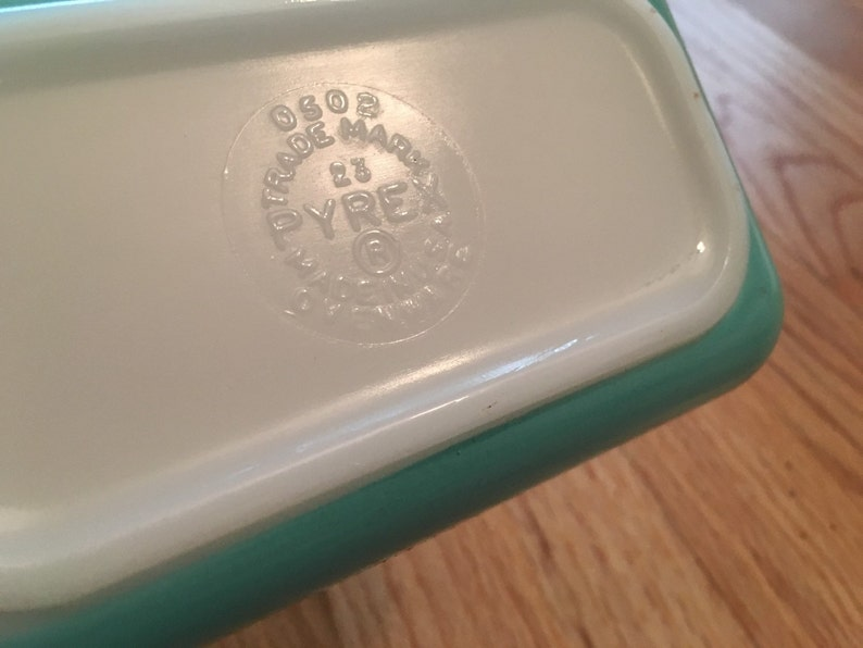Vintage Pyrex Turquoise Refrigerator Dish with Ribbed Lid 0502