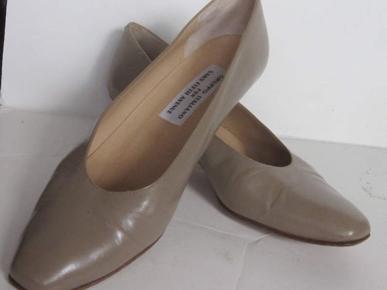 d943017996849 Vintage GRUPPO ITALIANO for Saks Taupe Leather Stacked Pumps- 1 1/2