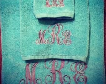 Vine Monogrammed Bath Towels (Set of 3)