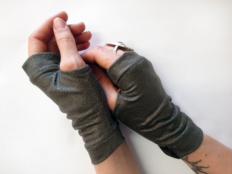 Leather fingerless gloves, car driving gloves, gray arm warmers, vegan faux  leather gloves - WRP