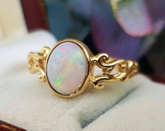 40568a78e776 Vintage 9ct Yellow Gold Pretty Ornate White Opal Cabochon Solitaire Ring    Size P or 8