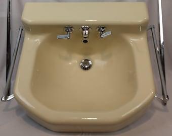 """Vintage c1953 Kohler """"Tuscan"""" Porcelain Over Cast Iron Bathroom Wall Sink Chrome"""