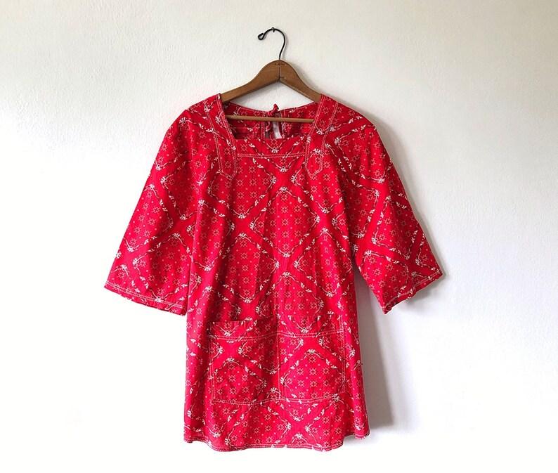 Wms 70's Vintage Red BANDANA Open Tie Back HANDKERCHIEF Rockabilly Tunic  Smock Blouse with Pockets Size Medium