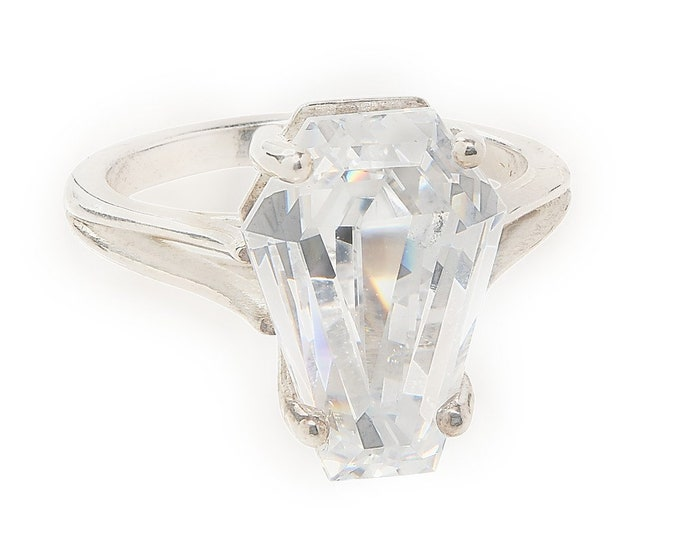 Coffin Gems® - 10CT SOLITAIRE RING - Ghost White - Size 6
