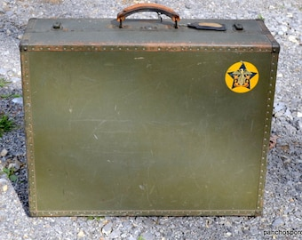 De area Army issued world war II Era Officers Trunk with wood insert LOCAL PICKUP only within Dover Issue Green color