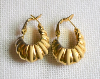 cc505c883 Vintage Shrimp Hoop Pierced Earrings Cream Enamel Gold Tone Metal Costume  Jewelry Panchosporch