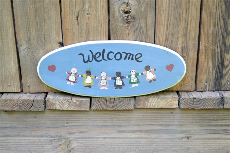 Vintage Welcome Sign Stenciled Dolls Hearts Oval Wooden Plaque image 0
