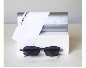 526e9658b930 SALE% New ISSEY MIYAKE Deadstock Minimalist Light Gray Violet Square Frame  Sunglasses with Case Made In Japan Womens Mens Unisex Eyewear