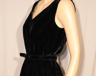 ef262fc2a201 VINTAGE 1980s ELIZABETH WAYMAN Black Crushed Velvet Swing Dress