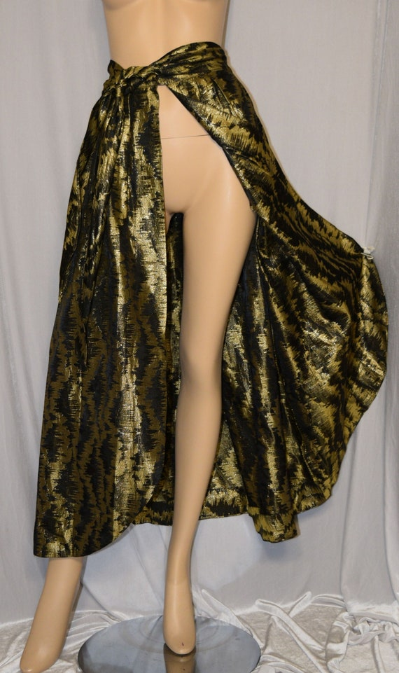 VINTAGE 1950s Black and High Shining GOLD Metallic