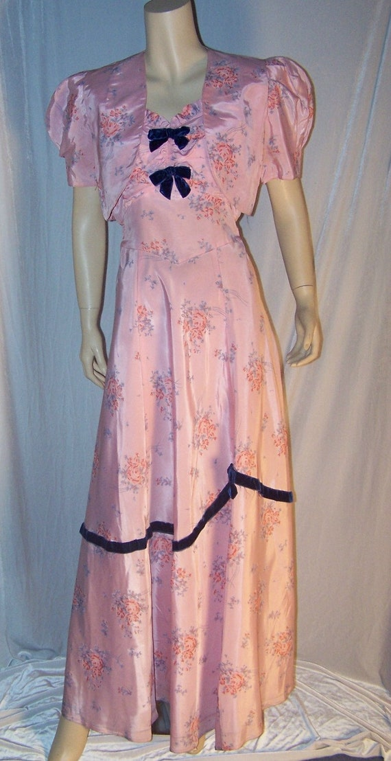 VINTAGE 1930/40s Pink Taffeta FORMAL Dress with Ch