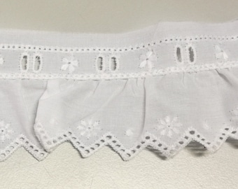White lace, 2,30 meters per 1,8 euros