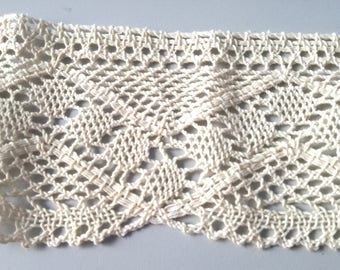Raw lace, 2 meters available per 3 euros