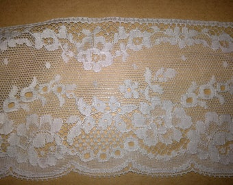 White lace, 20 meters per 15 euros