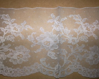 White lace, 2,30 meters per 2 euros